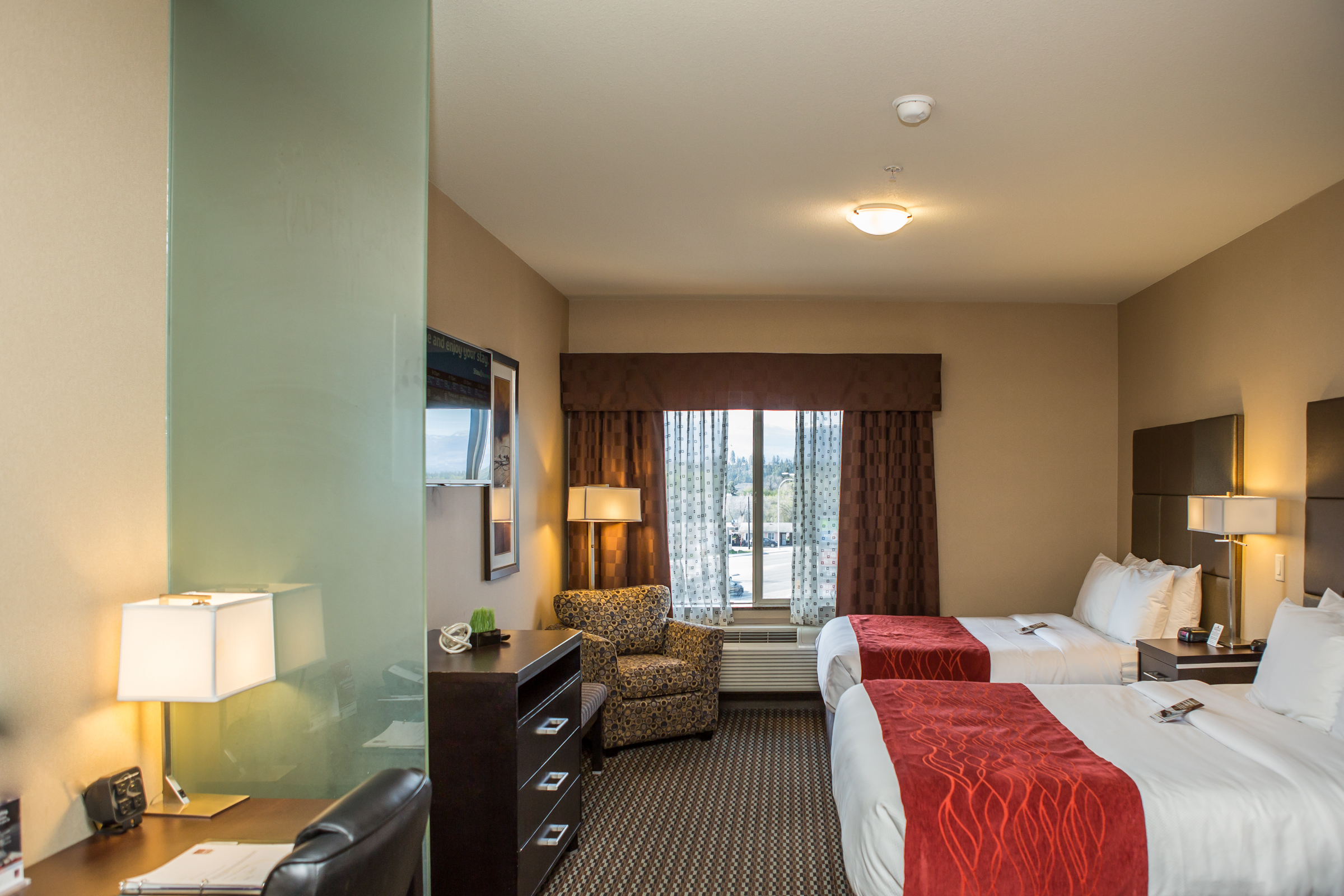 Kelowna's Pet-Friendly Hotel: Comfort Suites Kelowna